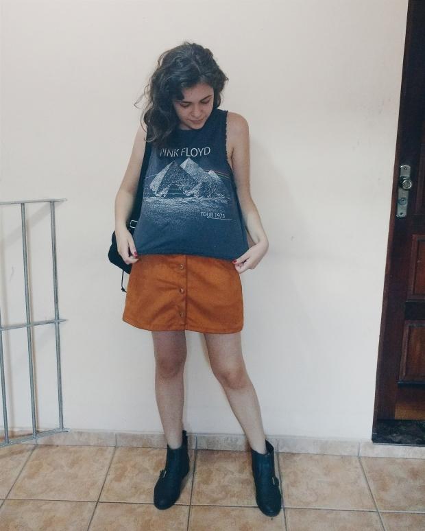Blog Bruna Nobre: look saia de camurça e regata Pink Floyd