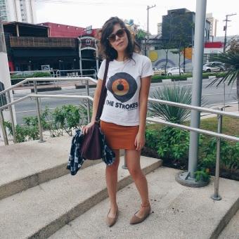 Blog Bruna Nobre: Look: t-shirt, flanela e saia lápis